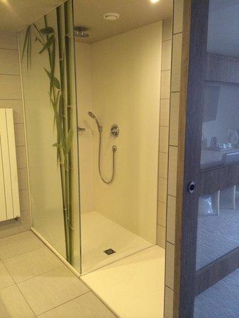 Hotel Bero : Salle de bain chambre ecology 315!