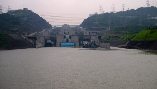 Three Gorges Tourism Area: Heading into the Three Gorges locks