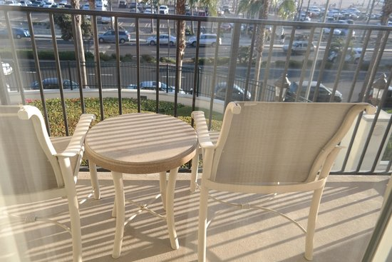 Hyatt Regency Huntington Beach Resort & Spa : Balcony - a bit grubby