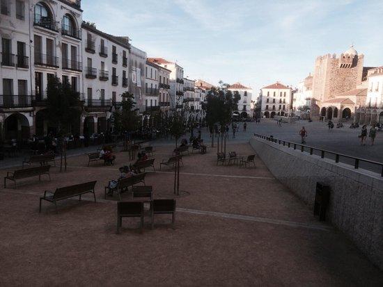 Hotel Don Carlos Caceres: Near by plaza