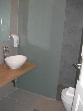 Atlantica Marmari Beach: ванная