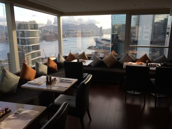 JW Marriott Hotel Hong Kong: Upper level lounge at the 34th floor