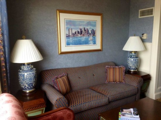 Boston Harbor Hotel: The sofa area