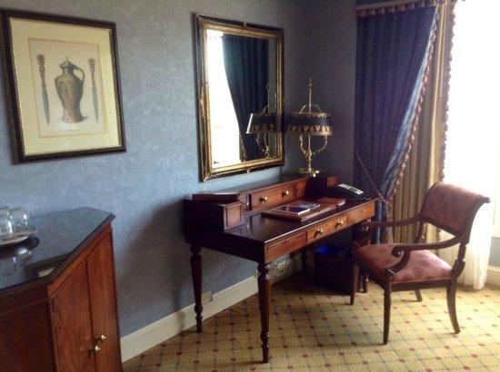 Boston Harbor Hotel: Nice furniture
