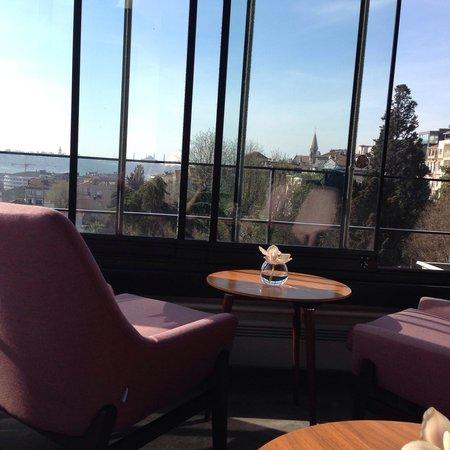 Tomtom Suites: Salle des petits dejeuners vue sur la corne d'or