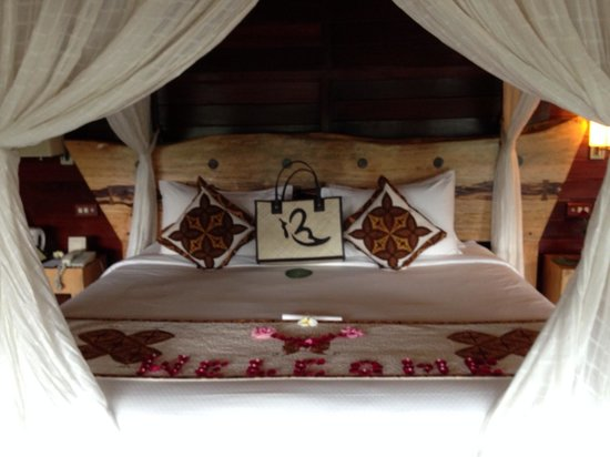 Kupu Kupu Barong Villas and Tree Spa: the bed