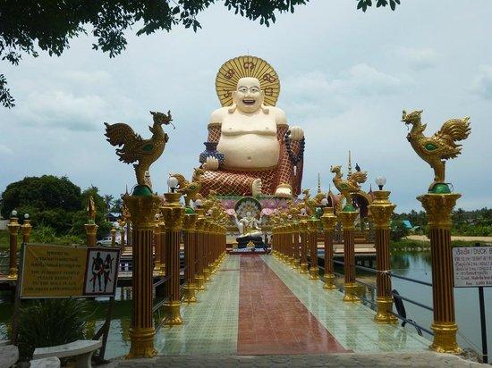 Wat Plai Laem: Laughing Buddha