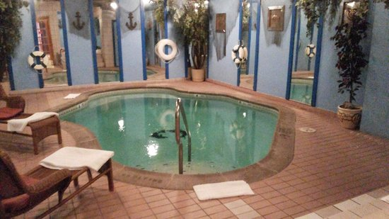 Inn of the Dove Romantic Luxury & Business Suites: Heated in room pool