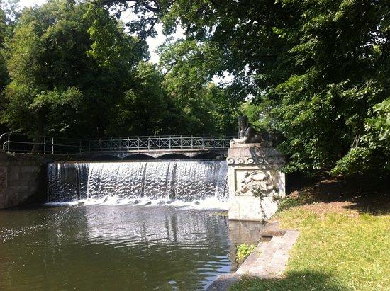 Schlosspark Laxenburg: watterfall