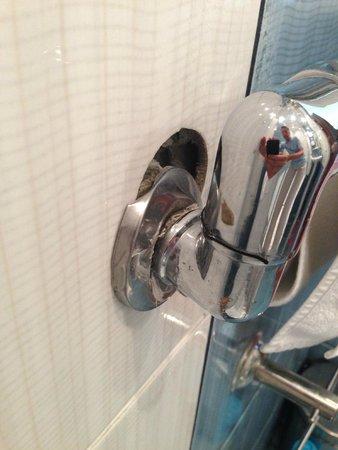 Serebryaniy Vek Hotel : Полотенцесушитель в ванной