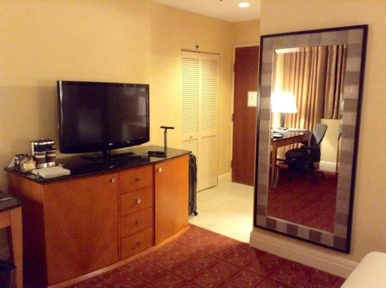 Hilton Boston Downtown / Faneuil Hall : The TV and Entrance