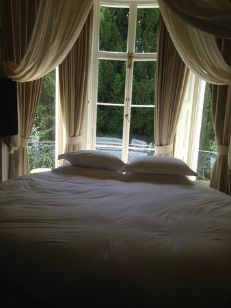 Portobello Hotel: Round bed with garden view (16)