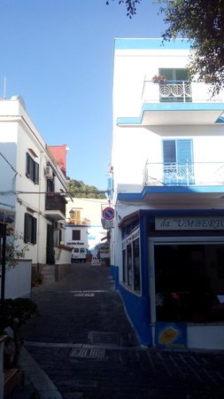 Da Umberto restaurant and Sogni Nel Blu hotel at the and of the passage