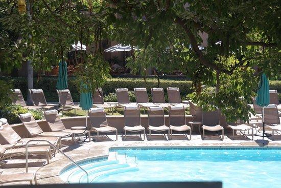 The Langham Huntington, Pasadena, Los Angeles : Pool seating area