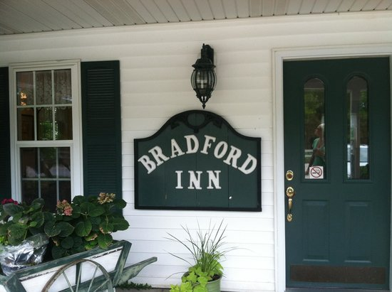 Bradford House Bed and Breakfast - Rhapsody Inn: Office/check-in