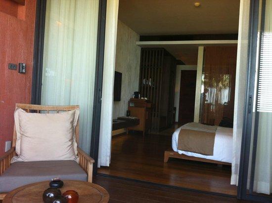 Hansar Samui Resort: chambre 1210 vue du balcon dans la chambre