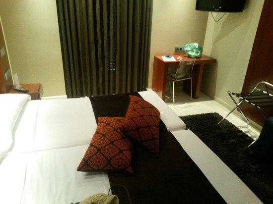Hotel Francisco I: Habitación amplia y renovada