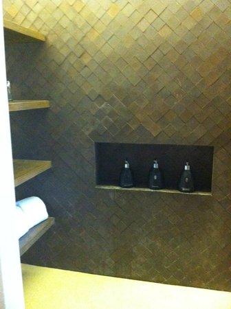 Hansar Samui Resort: chambre 1210 douche