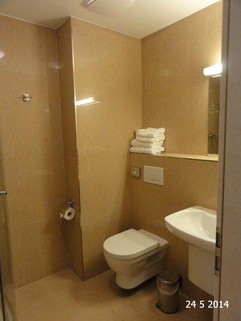 Spa Hotel Felicitas: Bathroom