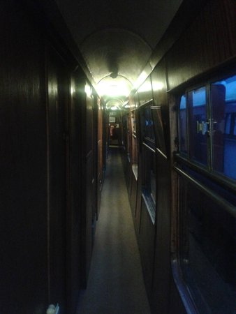 The Sidings Hotel: Walkway through carriages