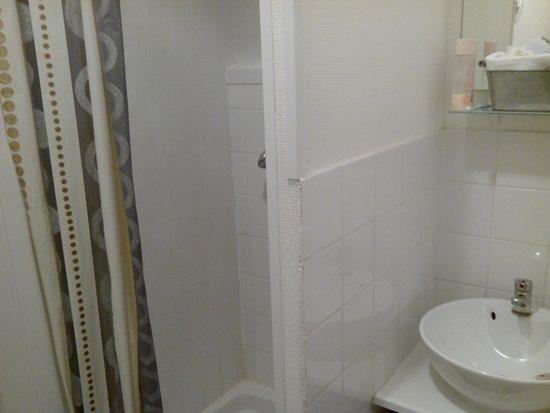 Salle de bain photo de hotel de londres boulogne sur for Salle de bain boulogne sur mer