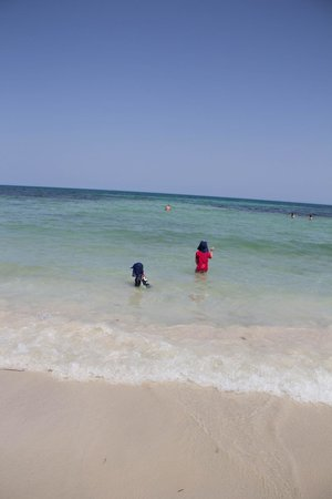 El Mouradi Djerba Menzel: How can people say the beach is bad? its beautiful!!