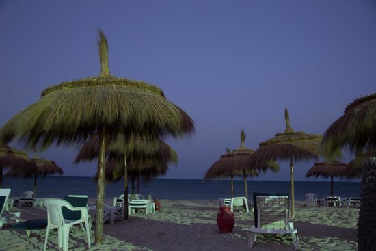 El Mouradi Djerba Menzel: Beach at night