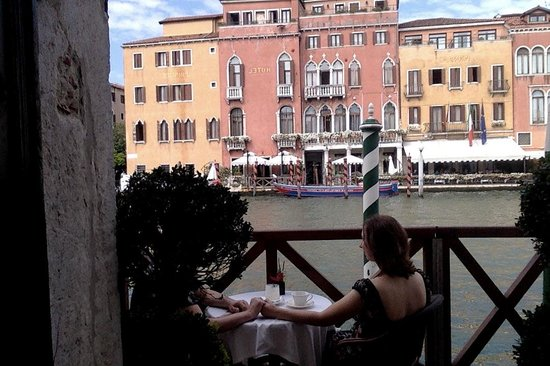 Hotel Canal Grande: Morning coffee on the hotel balcony