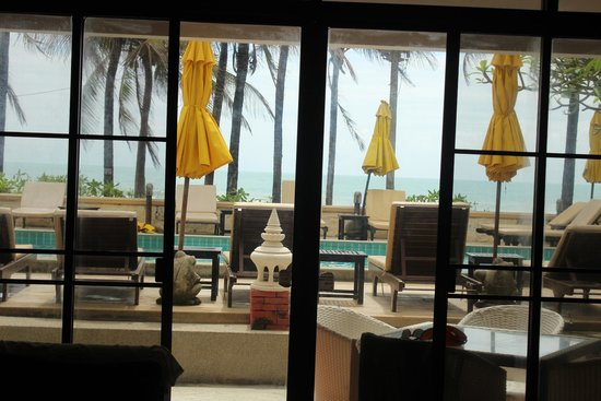 Kamala Beachfront Apartment : Looking out of the Lounge room
