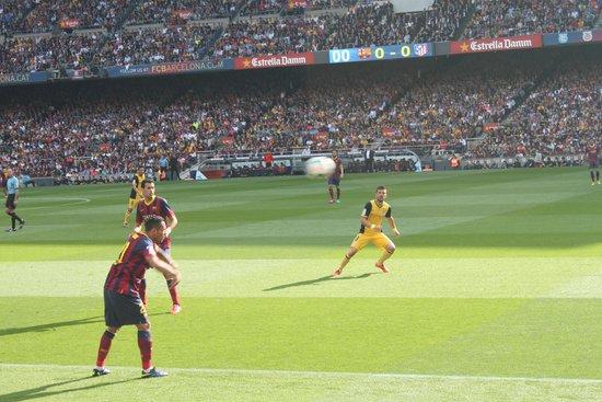 Camp Nou: подача мяча