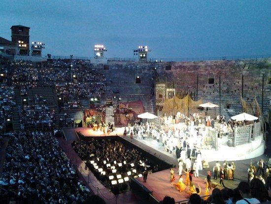 Arena di Verona: Опера Кармен