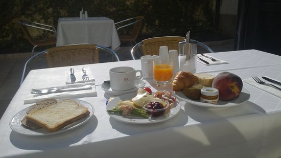 K+K Hotel am Harras: 中庭での朝食