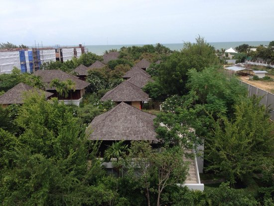 Yaiya Hua Hin: Construction site on the left