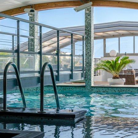Goldstar Resort & Suites : Piscine