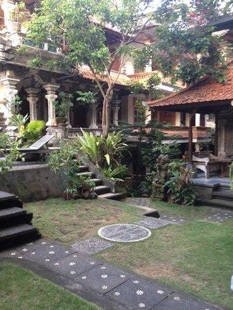 Sania's House Bungalows: Au milieu de l hotel