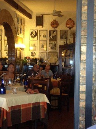 Al Vecchio Teatro con Camere: Interno del ristorante