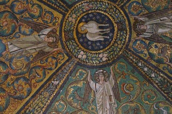 Basilica San Vitale  - вознесение Агнца-Христа