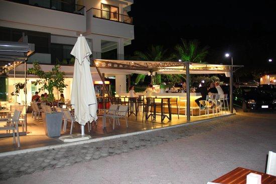 Margarita Sea Side Hotel: бар гостиницы