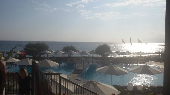 Creta Maris Beach Resort: general view of the beach and the main pool