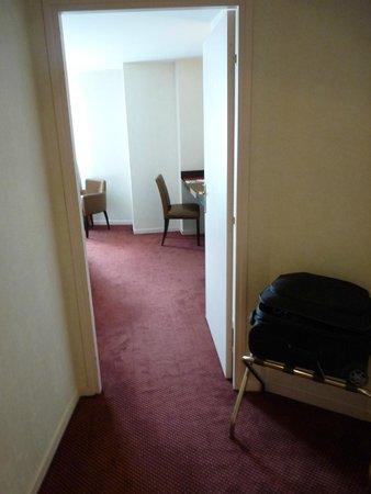 Hotel Barriere L'Hotel du Lac: Entrée chambre