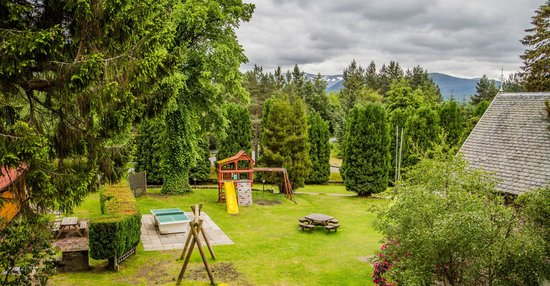 Pine Bank Chalets: Play area and communal gardens