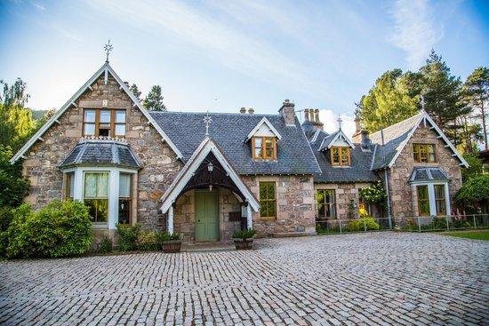 Pine Bank Chalets: Craigellachie House