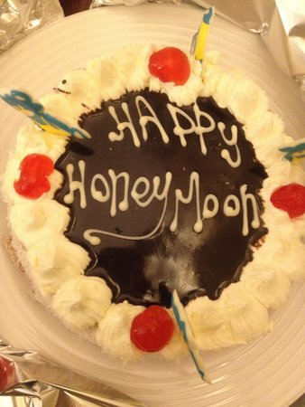 Stella Di Mare Beach Hotel & Spa : Honeymoon cake