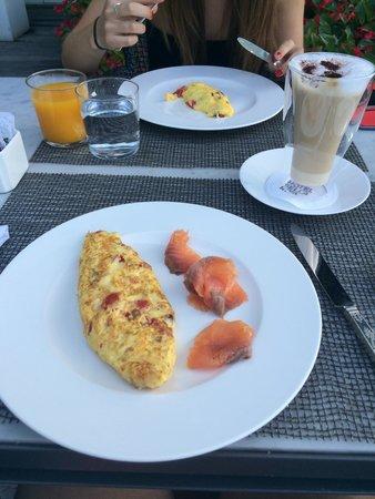 Bella Riva Hotel : Breakfast in lake Garda