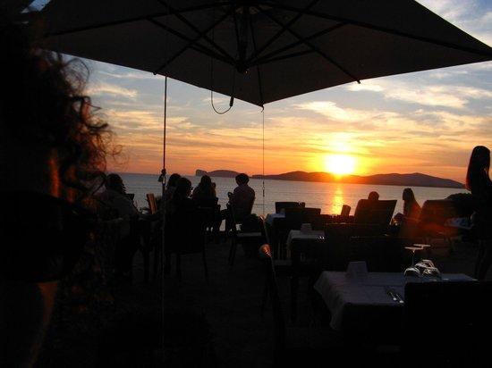 Villa Mosca Charming House: The restaurant deck at sunset : Villa Mosca