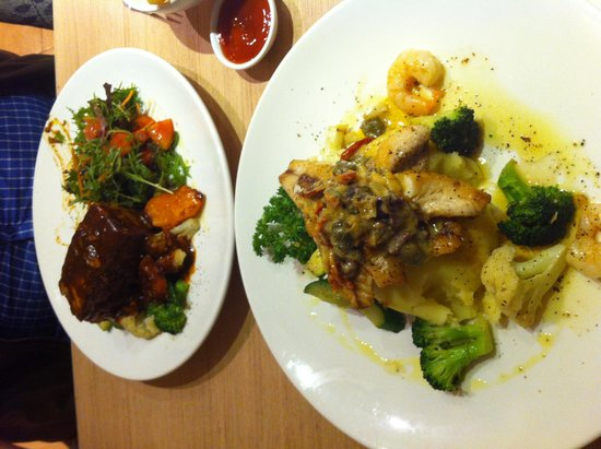 BEST WESTERN Newmarket Inn & Suites: Dinner at Cafe