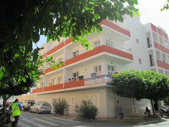 Marian Apartments: exterior