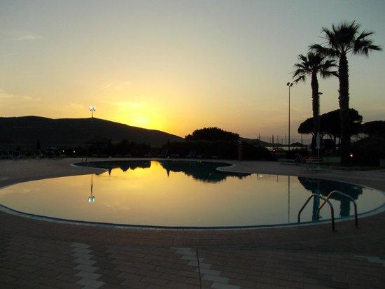 Corte Rosada Couples Resort & SPA: la piscina altramonto