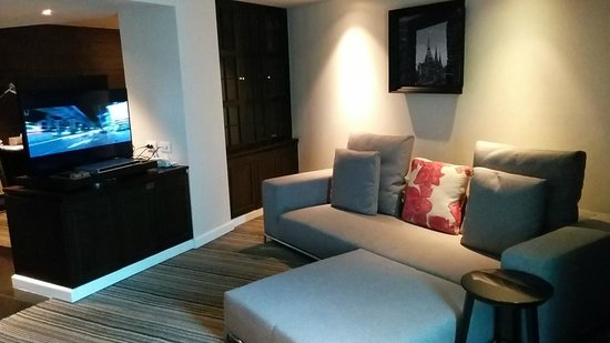 S15 Sukhumvit Hotel: Executive Suite living area