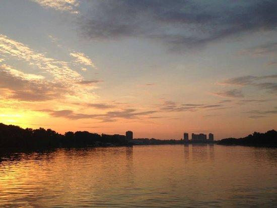 Arkabarka Floating Hostel: view of the Danube